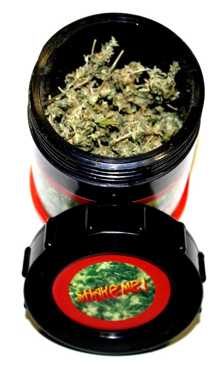 Extracteur de résine Hash Maker rempli de cannabis