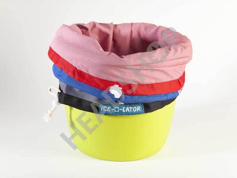 Fixation des sacs Ice O Lator sur le seau