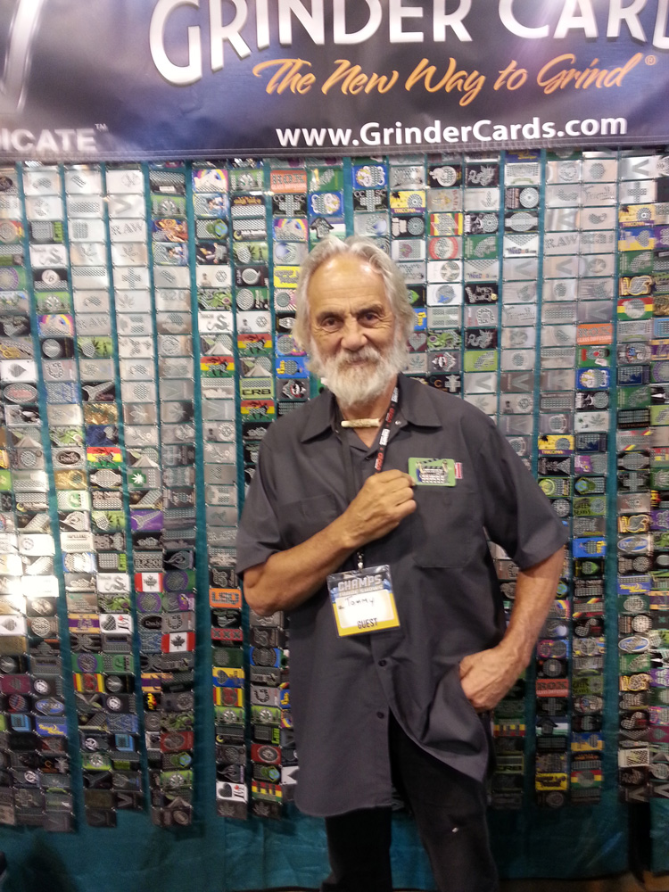 Tommy Chong aime les cartes grinder
