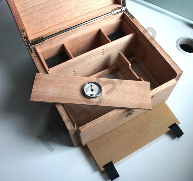 Intérieur de la petite boite FUM