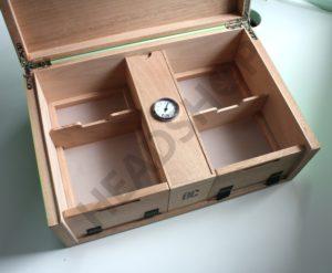 Intérieur de la grande boite FUM